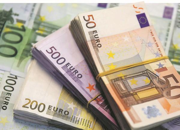 افزایش 130 تومانی قیمت دلار در صرافی های بانکی