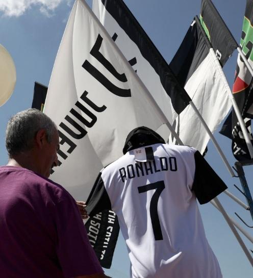 فروش پیراهن رونالدو در تورین ایتالیا