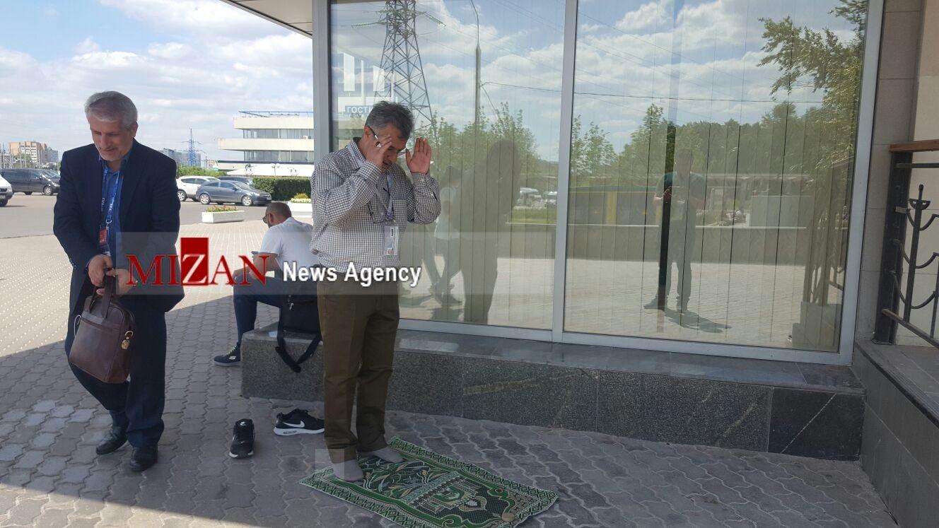 نماز خواندن هواداران ایرانی در روسیه