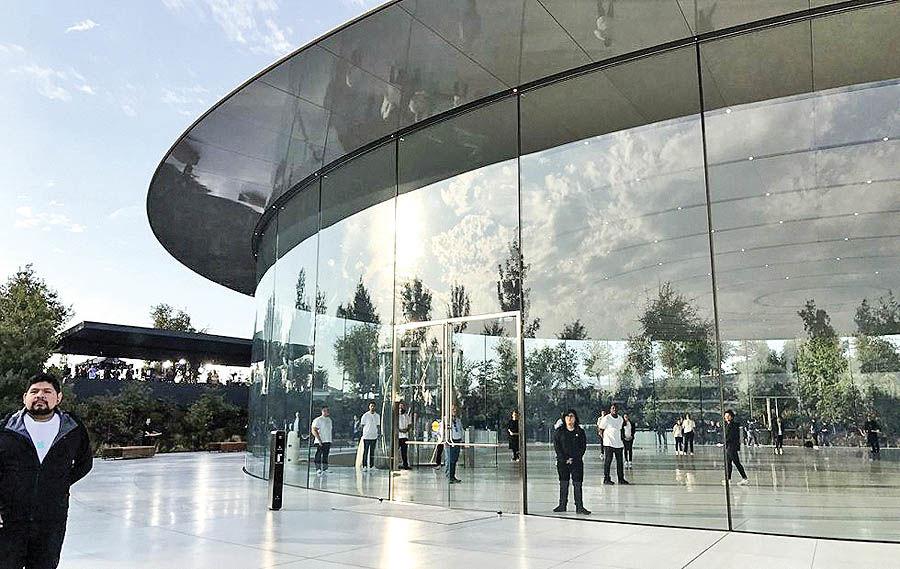 دردسر ساختمان شیشهای اپل پارک