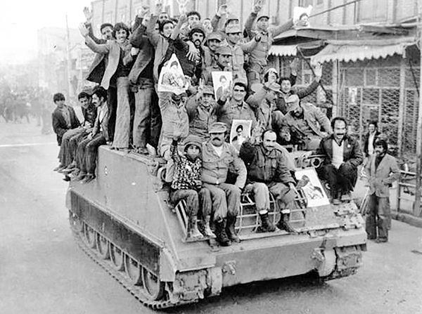 ارتش در کنار مردم