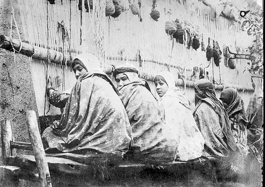 زنان و فرش صنعتی