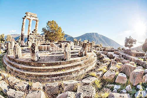 مرور یونان باستان در «دلفی»