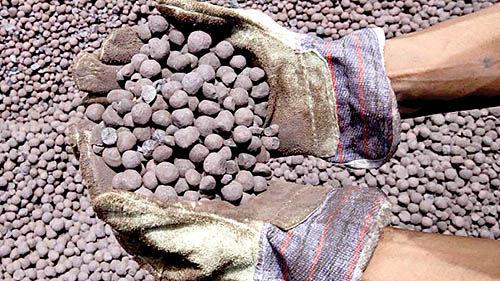 دستور «شریعتمداری» برای تعیین تکلیف عوارض صادرات سنگآهن
