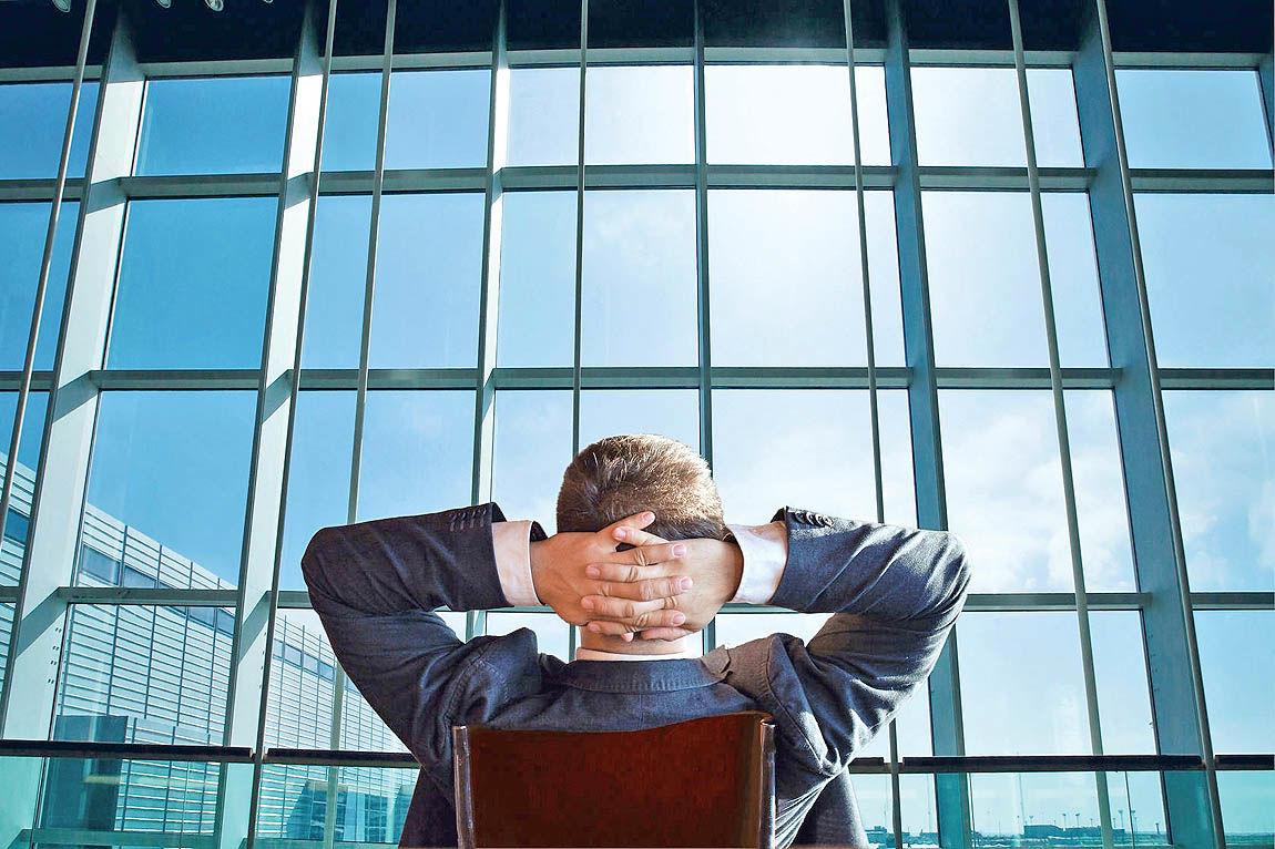 با مدیری که وظایفش را گردن ما میاندازد چه کنیم؟