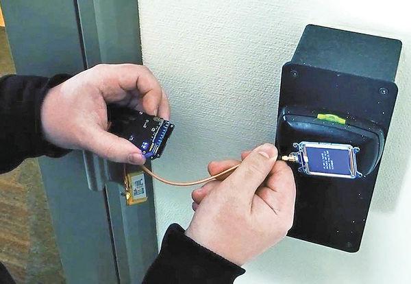 دستگاه هک قفل اتاق هتلها