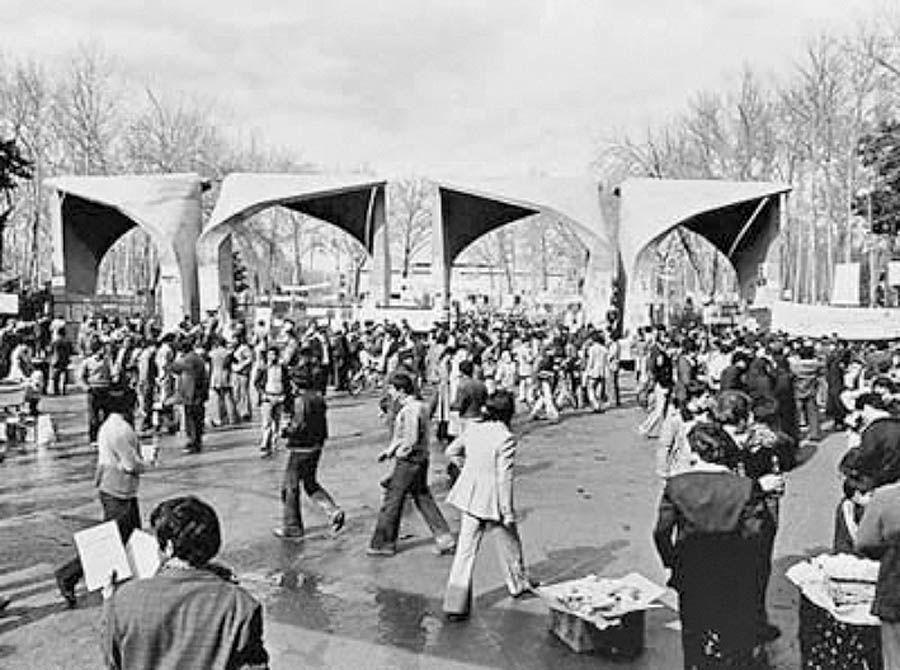 بررسی انقلاب 57 از نظرگاه آبراهامیان