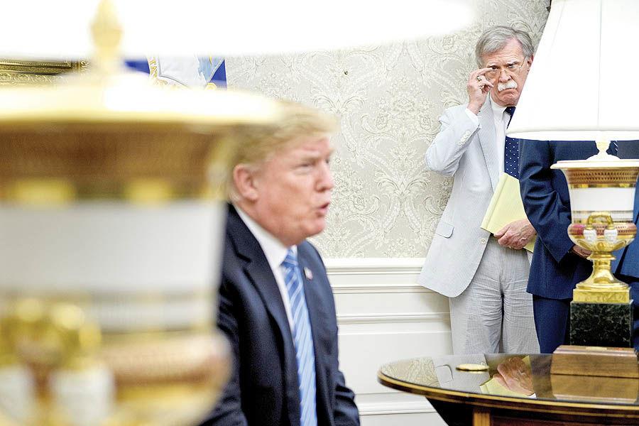 اخراج بولتون از کاخ سفید