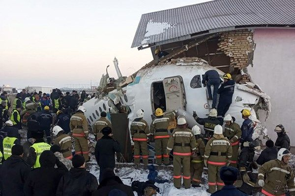 سقوط هواپیمای مسافربری در قزاقستان با ۱۰۰ سرنشین