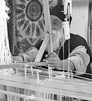 استادکاران صنایع دستی اندک هستند