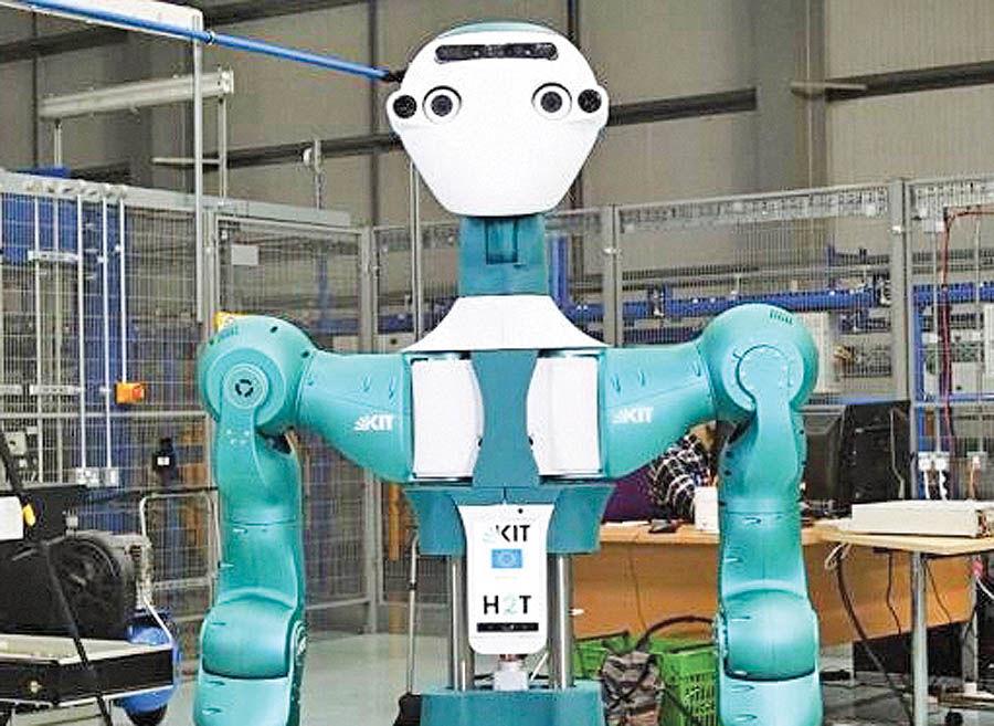 روبات به تکنسینهای انبار کمک میکند