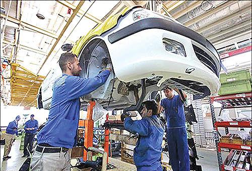 پاتک خودروسازان به تحریمهای جدید