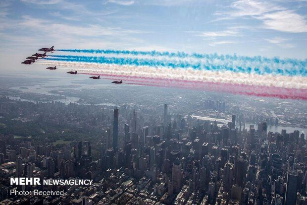 پرواز جنگنده های نیروی هوایی انگلیس بر فراز نیویورک