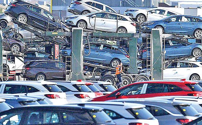 تعویق تعرفههای خودرویی آمریکا بر اروپا