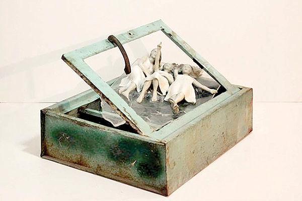 مجسمههای شاه پریون در گالری سیحون