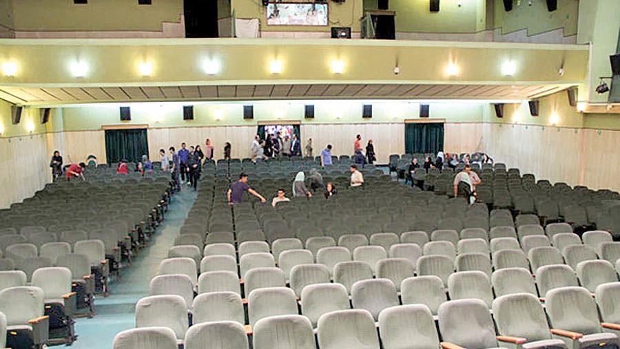 سایه زلزله بر  سالنهای سینما