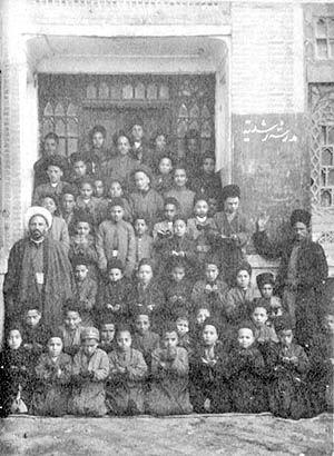 آموزش ابتدایی در دوره قاجار