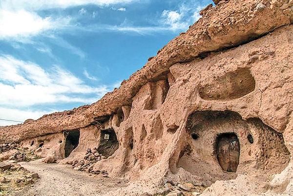 قدم زدن در روستای صخرهای 3هزار ساله