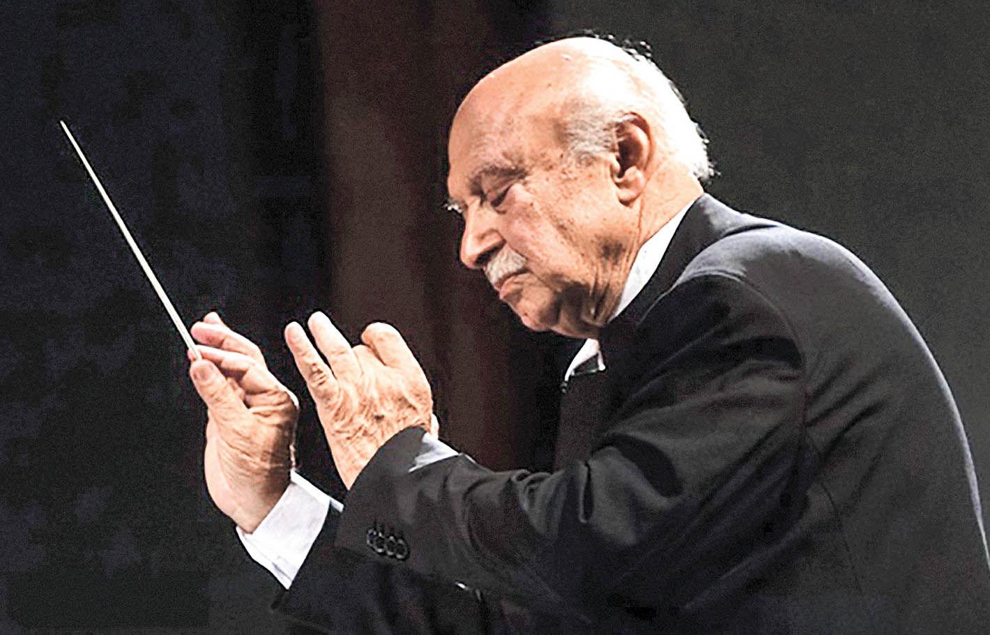 رهبری فرهاد فخرالدینی در تالار وحدت