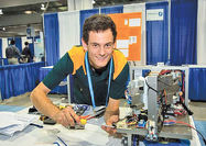 روبات شیشه پاککن برنده جایزه اینتل