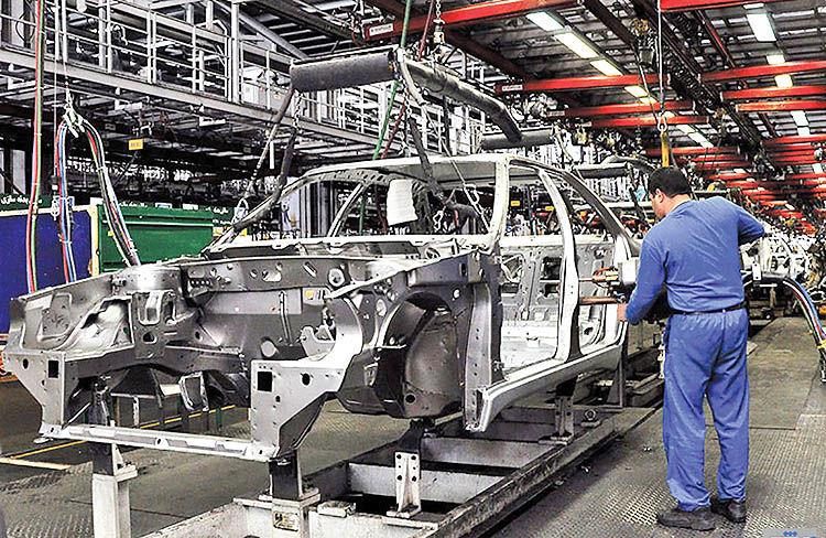 سهم خودروسازی از چتر حمایتی دولت