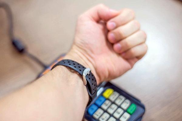 خدمات بانکی با دستبند هوشمند