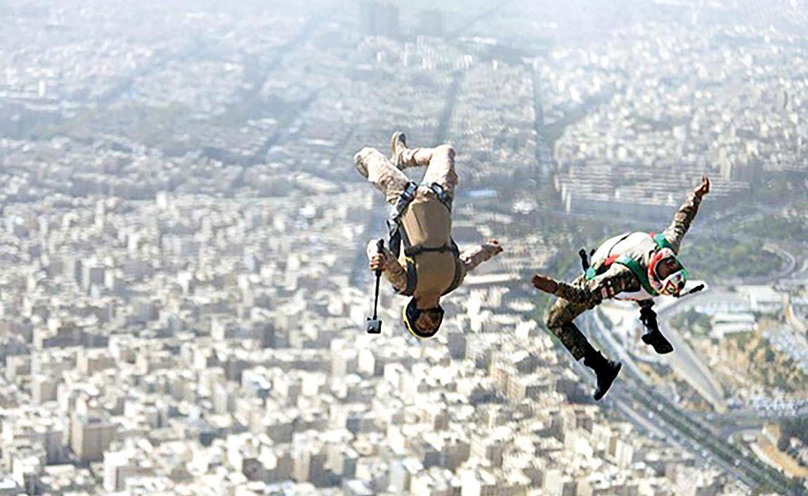 پرواز بدلکار ایرانی از برج میلاد