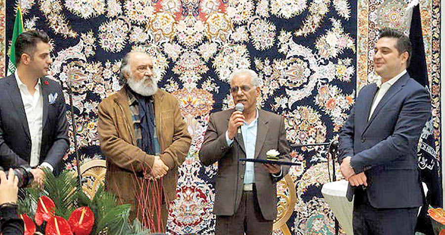 تقدیر از هنرمندان عرصه قلمزنی در افتتاحیه یک گالری