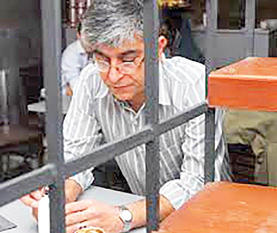 بازداشت  نویسنده «کافه پیانو» بهدلیل نشر اکاذیب